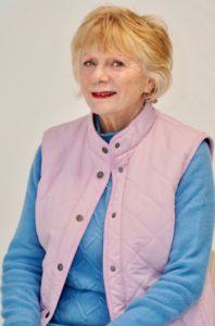 """Marileine DARDENNE 70 ans Saint-James se présente sur la liste sans étiquette """"J'aime ma commune, une équipe par passion"""" menée par David JUQUIN."""